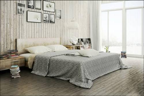 Phòng ngủ tràn ngập ánh sáng với hệ thống của kính lớn.