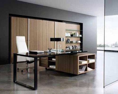 Phòng làm việc được bố trí cạnh phòng khách, ngăn cách nhau bởi tấm kính tạo không gian thêm rộng rãi thoải mái.